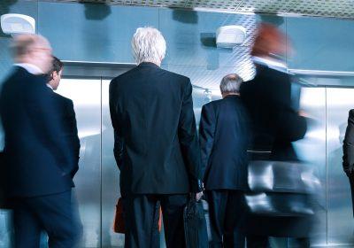 Comment combler les passagers d'un ascenseur: le point de vue d'un expert