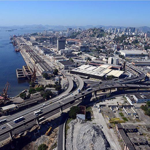 只有鸟瞰图能涵盖整个改建港区的规模