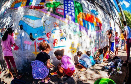 Los niños de Criança Fala reclaman las calles de São Paulo.