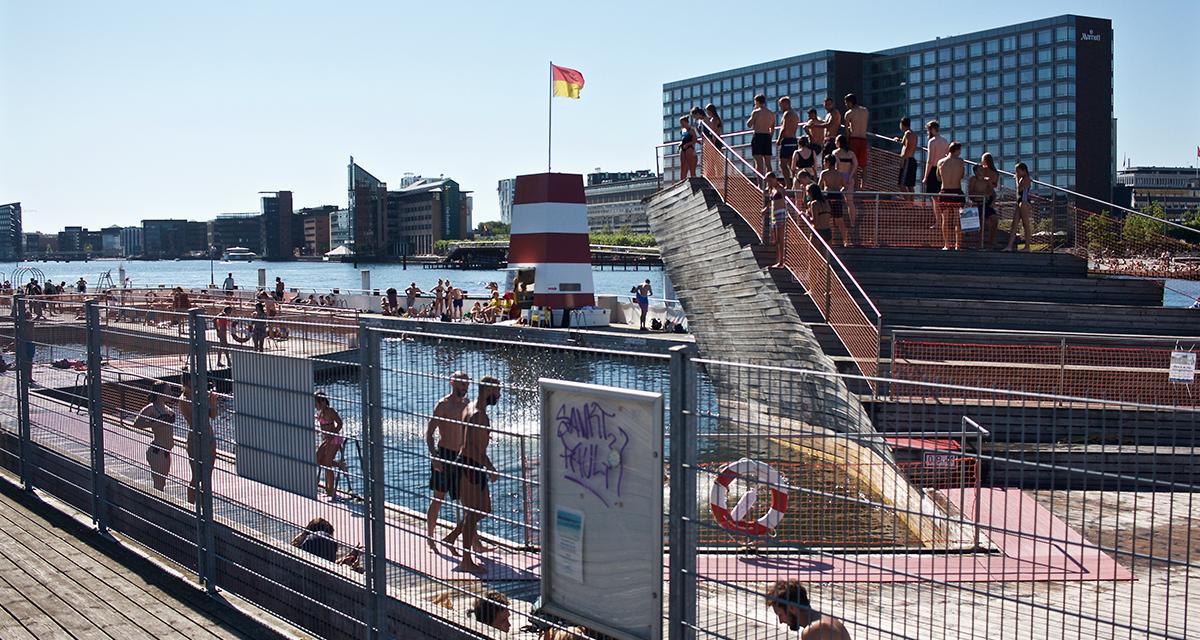 Uma das quatro piscinas urbanas nos portos de Copenhague