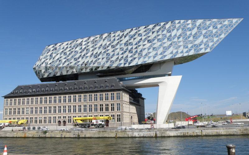 扎哈·哈迪德(Zaha Hadid)设计的安特卫普港口之家(Antwerp Port House)