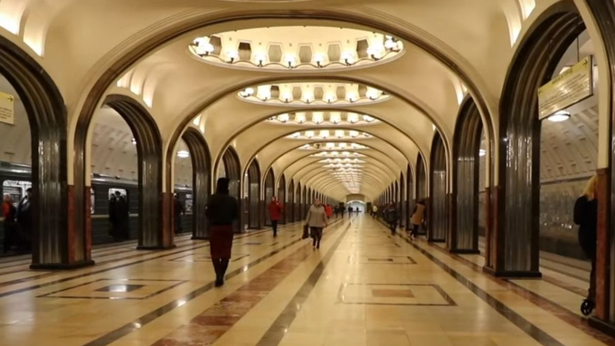 Amazing Moscow Metro Stations   People's Palaces
